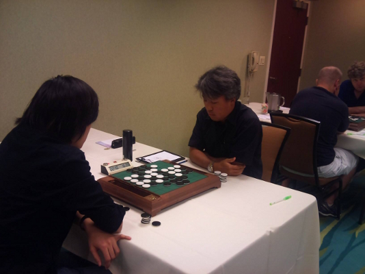 Playing Othello against former world champion Kunihiko Tanida.